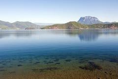 Härlig blå sjö Fotografering för Bildbyråer