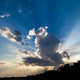 härlig blå sky Fotografering för Bildbyråer