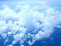 härlig blå sky Arkivfoto