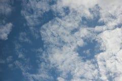 härlig blå sky royaltyfri fotografi