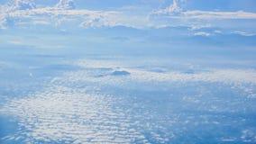 Härlig blåttsky med moln royaltyfria bilder