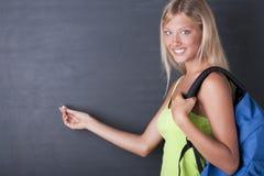 härlig blackboarddeltagarewriting arkivbild