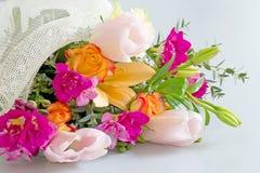 Härlig blandad blommabukettdetalj brigham royaltyfri bild