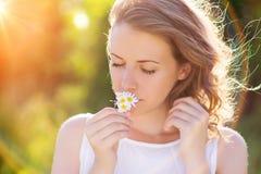 härlig blommakvinna arkivbild