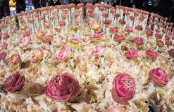Härlig blommaordning i `-blomman för fader`-aktivitet för att att vara medvetent av hans majestätkonung Bhumibol Adulyadej på Pak Arkivbild