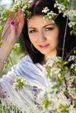 härlig blommig trädgårds- flicka Arkivbilder