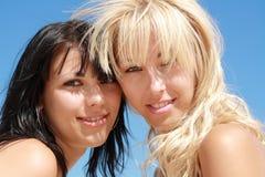 härlig blond brunett arkivfoton
