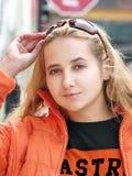 härlig blond flicka royaltyfri bild
