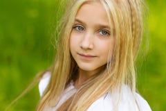 härlig blond flicka Arkivfoton