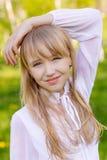 härlig blond flicka Arkivbild