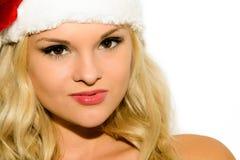 Härlig blond flicka i ett lock av Santa Claus Arkivbilder