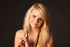 Härlig blond flicka som poserar i studio Fotografering för Bildbyråer