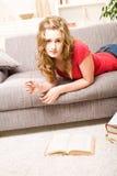 härlig blond flickatonåring Royaltyfri Fotografi