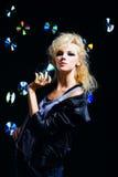 härlig blond flickavippa Arkivfoto