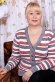 härlig blond gammal kvinna arkivfoton