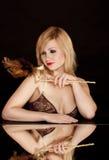 härlig blond guldmaskering Fotografering för Bildbyråer