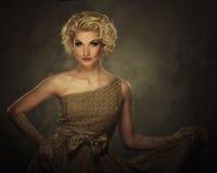 Härlig blond kvinna arkivbilder