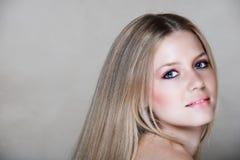 härlig blond kvinna för 20-tal Arkivbild