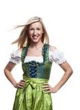 Härlig blond kvinna i en traditionell dirndl Arkivfoto