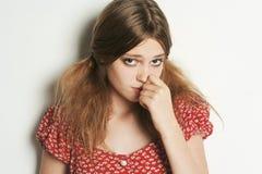 Härlig blond ledsen modellflicka Arkivfoto