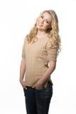 Härlig blond modellflicka, i att le för tillfällig kläder Fotografering för Bildbyråer