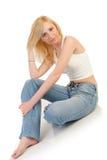 härlig blond sitting arkivbild