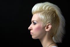 härlig blond stående Arkivfoton