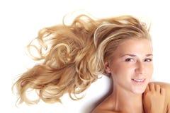 härlig blond stående Royaltyfria Foton