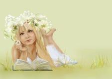 härlig blondieflicka vektor illustrationer