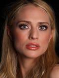 härlig blondin Arkivfoto