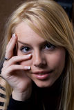 härlig blondin Arkivfoton