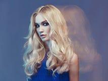 Härlig blondin Arkivbilder