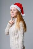 Härlig blondin i Santa Hat Royaltyfri Fotografi