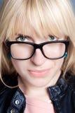 Härlig blondin med exponeringsglas Fotografering för Bildbyråer