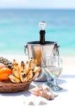 Härlig bröllopbåge på den tropiska stranden Royaltyfri Foto