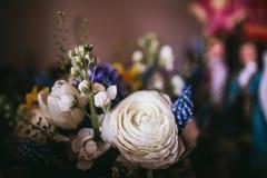Härlig bröllopbukett av olik vit, blått, gräsplan Royaltyfri Foto