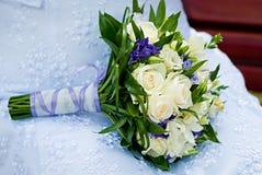 Härlig bröllopbukett med rosor Royaltyfri Fotografi