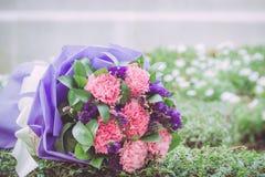 Härlig bröllopbukett som används som bakgrundsillustration Arkivfoto
