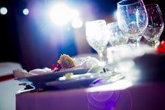 Härlig bröllopgarnering på den romantiska fläcken Arkivbilder