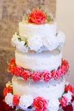 Härlig bröllopstårta i olika färger med olika tre Arkivbilder