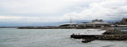 Härlig bred landskapsikt av hamnen av Genua, Italien Royaltyfri Fotografi