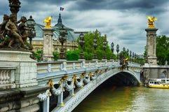 Härlig bro av Alexandre III i Paris Royaltyfria Foton
