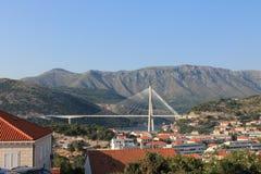 Härlig bro i Dubrovnik Kroatien arkivfoto