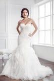 härlig brud Begrepp för klänning för mode för bröllopfrisyrsmink lyxigt Arkivfoto