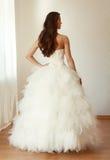 Härlig brud i den vita bröllopsklänningmariagen Royaltyfria Foton