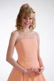 Härlig brud i kräm- klänning 2. royaltyfri foto