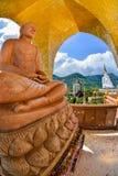 Härlig brun buddha bild med Buddha I för Beauitiful vit fem Royaltyfri Fotografi