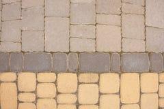 Härlig brun textur som i rad göras av stenläggningstenar arkivbilder