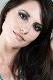 Härlig brunett i glamorös makeup royaltyfri foto