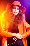 Härlig brunettflicka Perfekt makeup royaltyfria bilder